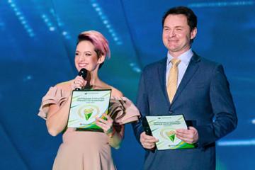 Анна Лукоянова и Алексей Тихонов - ведущие церемонии открытия VII Зимней Сбербанкиады в Сочи, 5 февраля 2018.